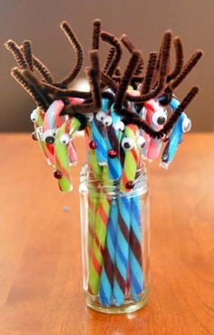 Here's a quick and easy, mess-free craft for the kids this holiday season – Reindeer Candy Canes!