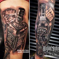 Hoy queremos compartir 2 trabajos que hizo Miguel Bohigues y hemos decidido recordarlos de nuevo.El primero es el de la botella de Jack Daniels, y el segundo la botella de Ron Brugal.El realismo que ofrecen no dejan indiferente a nadie.Y tú, de qué eres. ¿Jack Daniels o Ron Brugal?Esperamos que os gusten.