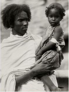 Somali man with traditional white robe and young girl (daughter?) with unique hair style African Life, African History, Unique Hairstyles, African Hairstyles, Black Kids, Black Child, Africa People, Horn Of Africa, Asian Kids