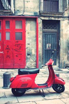 Noleggiate uno #scooter per godervi #Barcellona da #Localista, tanto lo sconto per andarci ve lo facciamo noi.