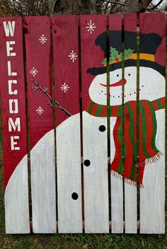 My snowman pallet! Wooden Pallet Christmas Tree, Pallet Snowman, Christmas Wall Art, Christmas Signs, Rustic Christmas, All Things Christmas, Wood Decorations, Decoration Crafts, Christmas Gift Decorations