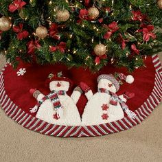 Celebrate the winter holidays with the Cheerful Snowmen Christmas Tree Skirt. Xmas Tree Skirts, Christmas Tree Skirts Patterns, Christmas Skirt, Christmas Crafts, Christmas Ornaments, Mickey Mouse Christmas Tree, Disney Christmas Decorations, Holiday Decor, Stained Glass Christmas