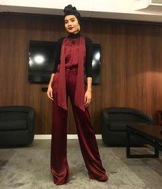 Hijab Fashion Inspiration, Photoshoot Inspiration, Style Inspiration, Muslim Fashion, Modest Fashion, Fashion Dresses, Yuna Singer, Singer Fashion, Hijab Trends