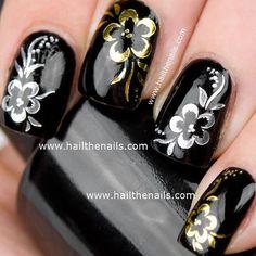 Gold Floral Nailart #hailthenails #flowers #blackpolish