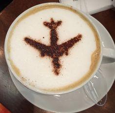 Vakantie is: de wachttijd doden met koffie op het vliegveld....