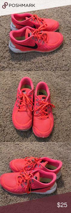 NIKE free 5.0 shoes size 8!!! Nike frees Nike Shoes Sneakers