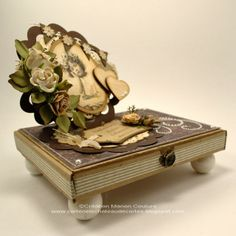 Une création de Manon, membre de l'équipe créative. Leaving Gifts, Manon, Decorative Boxes, Envelopes, Drawer, Gift Ideas, Home Decor, Make A Map, Casket