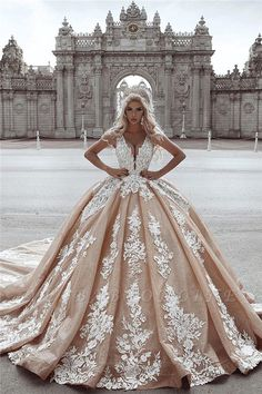 Ball gown wedding dress is a classic silhouette for bridal wear. Yesbabyonline online shop offers custom made ball gown wedding dress 2020 at affordable prices for all bride-to-be. Cheap Wedding Dresses Online, Long Wedding Dresses, Bridal Dresses, Wedding Gowns, Prom Dresses, Dress Dior, Applique Wedding Dress, Wedding Dress Accessories, Perfect Wedding Dress
