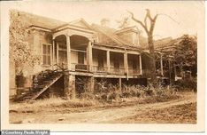 Lucy Holcombe Pickens American Civil War-very interesting article and personal comments Old Mansions, Abandoned Mansions, Abandoned Plantations, Old Abandoned Houses, Old Houses, Abandoned Places, American Civil War, American History, Plantation Homes