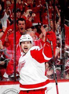 THIS PHOTO IS GOLD. Detroit Red Wings, Ice Hockey, Nhl, Fashion, Moda, Fashion Styles, Fashion Illustrations, Hockey Puck, Hockey