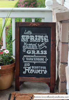 Summer Porch Makeover & Chalkboard Art - Love of Family & Home - Chalk Art İdeas in 2019 Chalkboard Designs, Diy Chalkboard, Summer Chalkboard, Chalkboard Stand, Chalkboard Typography, Kitchen Chalkboard, Chalk Lettering, Lettering Ideas, Chalkboard Quotes