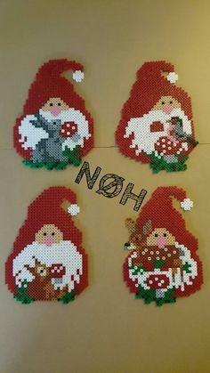 Kaboutertjes Perler Bead Designs, Hama Beads Design, Diy Perler Beads, Pearler Bead Patterns, Perler Bead Art, Perler Patterns, Pixel Art Noel, Diy Hanger, Christmas Perler Beads