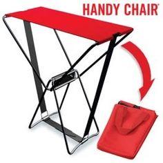 Chaise Pliante Handy Chair La Chaise Pliable Handy Chair supporte jusqu'à 90 kg et sert pour n'importe quelle personne (adultes et enfants). Elle se déplie facilement, ce qui vous permet de l'utiliser dans n'importe quel moment et endroit. La Chaise Pliante Handy Chair peut être utiliée à l'intérieur comme chaise extra et aussi à l'extérieur (dans la maison de campagne, au camping, à la pêche, à la plage, au jardin...)