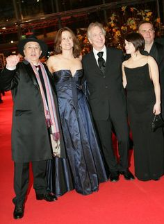 Festival director German Dieter Kosslick, left, poses for photographers with US actress Sigourney Weaver, 2nd from left, British actor Alan Rickman, Canadian actress Emily Hampshire, 2nd from right, and film director Marc Evans, far right, on the red carpet prior to the opening ceremony of the 56th International Film Festival Berlinale in Berlin, Germany, Thursday, Feb. 9, 2006.  (AP Photo/Hermann J. Knippertz)