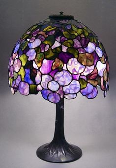 Stained Glass Table Lamps, Tiffany Stained Glass, Stained Glass Art, Victorian Lamps, Antique Lamps, Chandelier Lamp, Chandeliers, Tiffany Lamps, Lampe Art Deco