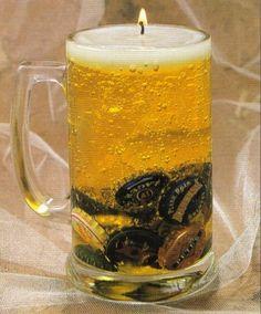 Segredinho da vovó. Para comemorar um presente de aniversário para um fã de cerveja, o que melhor fazer uma cerveja decoração de velas? Você pode tirar as tampas de garrafas de cerveja para fazer esta vela gel que se parece com uma caneca de Oktoberfest.Vamos ver como fazer issooriginais gel velade vidro em forma de …