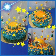 """""""#torta #spaziale #sistemasolare #razzo #pianeti #stelle #galassia #sole #blu #giallo #spazio #madeinhome #pastadizucchero #panna #lollipop #chupachups"""""""