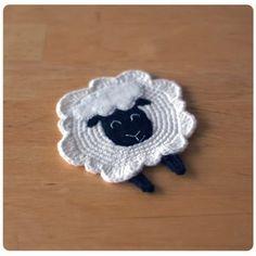 Voici enfin le tuto pour réaliser ma version du petit mouton de Woolkiss .     Il est composé de 2 fichiers pdf : un avec les instructions e...