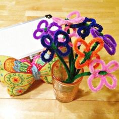 How To Make a Mothers Day Pipe Cleaner Daisy Bouquet - quick and easy craft that kids can actually make!