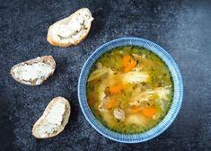 Basisrecept kippensoep - deze soep kan iedereen maken! | Flying Foodie.nl Dutch Recipes, Soup Recipes, Cheeseburger Chowder, I Foods, Mashed Potatoes, Crockpot, Slow Cooker, Food And Drink, Lunch