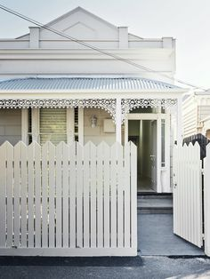 We are pretty sure that a fence is just as important as other features that every homeowner needs. It doesn't only protect their front yard or backyar. Beautiful Interiors, Beautiful Homes, Edwardian House, Front Fence, Facade House, Coastal Homes, House Front, Architecture Details, House Colors
