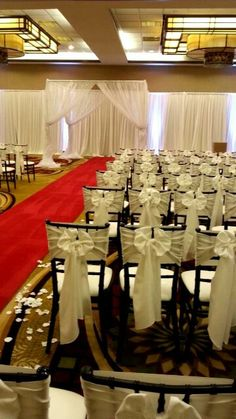 Chiavari chairs with chair tie