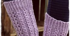 Tässä (kauan sitten) lupaamani ohje Syreeni-sukkiin.   Kevätkiireet ovat olleet niin totaaliset, että ohjeen tekeminen on aina vaan lykkä... Lace Socks, Knitting Socks, Leg Warmers, Knitting Patterns, Crochet, Beanies, Blanket, Baby Knitting, Knit Socks