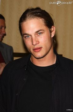 Travis Fimmel, actuellement en tournage de The Experiment, de Paul ...