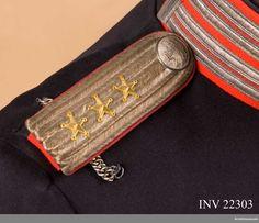 Epaulettes m/1899 for Captain at the 1st Life Grenadier Regiment. Axelklaffar för kapten vid Första livgrenadjärregementet