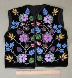 Authentic-Antique-Early-20thC-Ojibwa-American-Indian-Beaded-Black-Velvet-Vest-NR