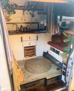 • Wie ein kleines Bauernhaus auf Rädern🌱. 🚐 Mercedes Sprinter 📸 Lisa Phillips-Barton.katherine.ryan. Bitte zeig ein paar ♥ ️ und folge mir: 👉🏻 @ van_boy_life👈🏻… #auf #Bauernhaus #Bitte #Boy #ein #Folge #Instagram #kleines #Life #lisakatherineryan #Mercedes #mir #Paar #Rädern #Sprinter #und #Van #van life travel adventure #van life travel bucket lists #van life travel hippie #van life travel ideas #van life travel trips #vanboylife #wie #zeig Chuck Box, Van Hippie, Sprinter Van, Mercedes Sprinter Camper, Van Kitchen, Van People, Converted Vans, Camper Van Life, Van Home