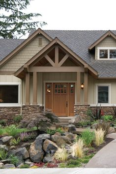Craftsman Entry - plan 011D-0220 - houseplansandmore.com
