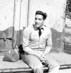 """Elvis - Opening scene from """"Kid Galahd"""""""