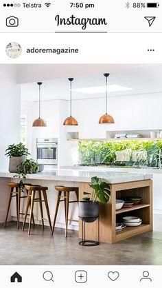 k che wei hochschr nke b ndig mit decke kochen an der wand 39 marmor 39 fliese backsplash wir. Black Bedroom Furniture Sets. Home Design Ideas