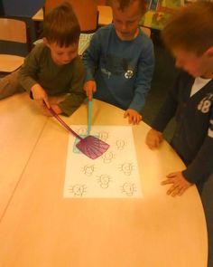 Het vliegermepperspel om letter of woorden mee aan te leren.