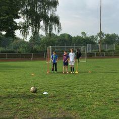 Eine Lücke in der Mauer. #FussballMitBiss #Fußball #Fussball  #Sponsoring #prodente #trikotsponsoring #werbung #zähne #zahngesundheit #Spieltag #Aufstieg #Rückrunde #Aufstiegsrunde #Soccer #Football #matchday #match #prodente #Kunstrasen #U13 #DJugend #field #goal #whistle #kickoff #freekick #wall #mauer
