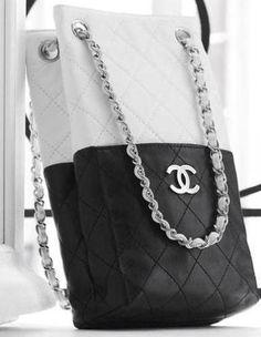 Leighton Meester wearing Chanel Bag.