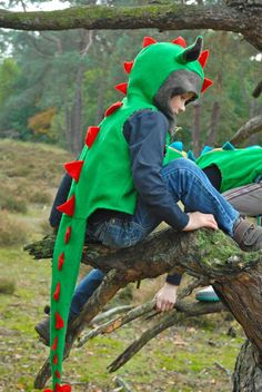 Madam Petit dress up clothes, beautiful, safe and durable. Hand-made of natural fabrics and wool. Diy Dragon Costume, Diy Dinosaur Costume, Dino Costume, Dinosaur Crafts, Sewing Toys, Baby Sewing, Sewing For Kids, Diy For Kids, Halloween Costumes To Make