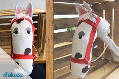 Ein Steckenpferd basteln ist so einfach. Überraschen Sie Ihre Kleinen mit einem eigenem Pferd und einer Bastelstunde. Wir haben zwei Anleitungen für Sie.