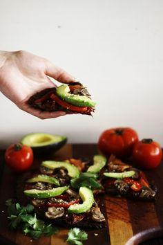 This Rawsome Vegan Life: Ultimate Raw Vegan Pizza (Low-Fat, Oil-Free, Salt-Free) Raw Vegan Recipes, Veggie Recipes, Vegan Gluten Free, Healthy Recipes, Veggie Food, Healthy Food, Eating Raw Vegetables, Veggies, Veg Pizza