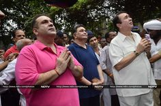 Ganpati Visarjan: Kapoors Chant Ganpati Bappa Morya on Final Day http://movies.ndtv.com/photos/ganpati-visarjan-kapoors-chant-ganpati-bappa-morya-on-final-day-18363