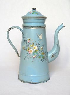 blue coffee pot with pretty floral pattern French Coffee, Vintage Coffee, Service Assiette, Vintage Enamelware, Great Coffee, Vintage Kitchen, Tea Set, French Vintage, French Antiques