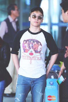 """ 160520 Seungri @ Incheon Airport © 플라네타리움   Do not edit. """