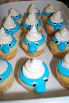 Disse Smurf smølfe cupcakes er bare så super fine syntes vi - På søndag kan du komme forbi og møde en vaske ægte smølf hvis du er fan.