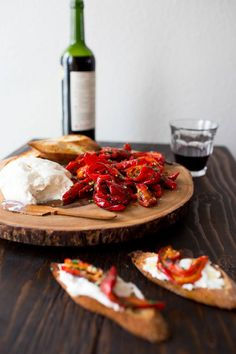 Jimmy Nardello Peppers with Burrata - Chez Us Fingers Food, Charcuterie Spread, Clean Eating Breakfast, Cooking Recipes, Healthy Recipes, Vegan Dishes, Summer Recipes, Italian Recipes, Love Food
