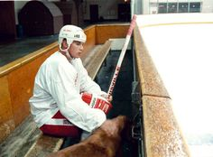 Steve Yzerman sits on the bench and pets a dog before taking the ice at Oak Park Arena on Sept. 8, 1988, in his first practice with the Red Wings after his knee injury on March 1. (Detroit News archive)