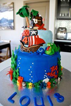 Treasure chest on edible sand island, Pirate Ship, Crocodile and underwater scene vanilla
