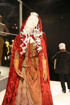 """Meghan Ory - """"Once Upon a Time"""" (TV 2011 -) Costume designer : Eduardo Castro"""