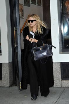 Wearing All Black, All Black Outfit, Olsen Fashion, Olsen Twins Style, Core Wardrobe, Spring Fashion Trends, Celebrity Outfits, Who What Wear, Street Style