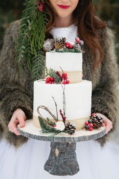 Winter Cake, for a Christmas party or even a winter wedding. Love the rustic wood cake pedestal. Christmas Wedding Cakes, Holiday Cakes, Xmas Wedding Ideas, Winter Wonderland Wedding, Winter Wedding Inspiration, Christmas Inspiration, Style Inspiration, Theme Noel, Christmas Baking